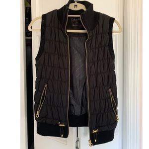CALVIN KLEIN BLACK AND GOLD PUFFER VEST